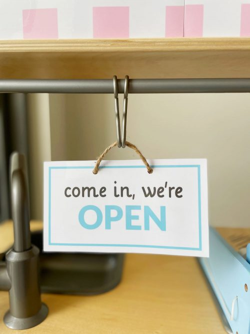 open and closed sign from the hair salon or hairdresser dramatic play printables set